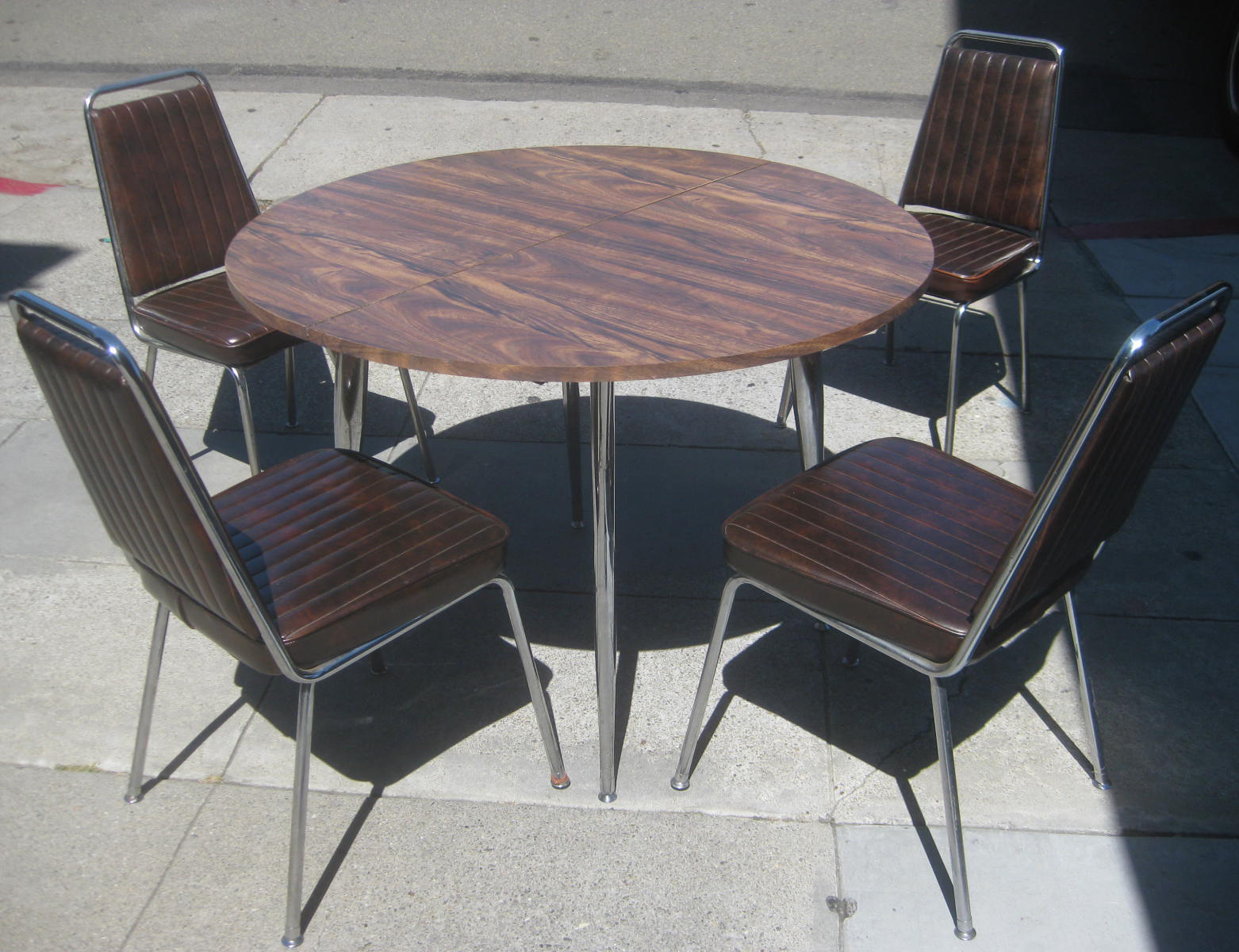 UHURU FURNITURE & COLLECTIBLES: SOLD - Retro Kitchen Table ...