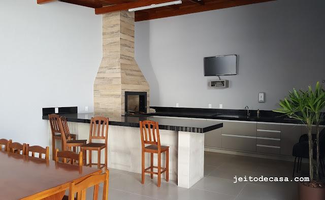 porcelanato-madeira-itagres-na-churrasqueira