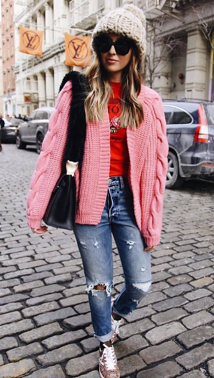 amazing fall outfit / pink knit cardi + bag + hat + red t-shirt + rips + bright sneakers