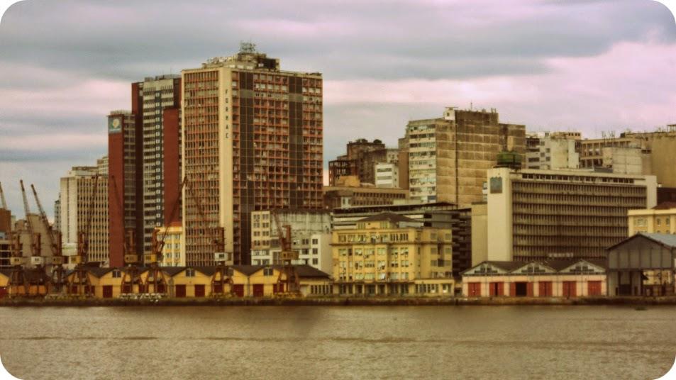 Pórtico Central do Cais do Porto, na extremidade direita da foto.