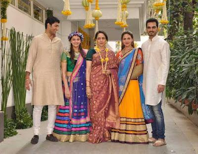 hema-esha-bharat-with-vaibhav-vora-ahana-deol-mehendi