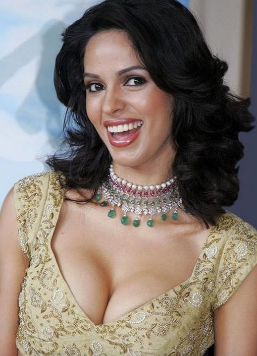mallika sherawat very hot cleavage girl IndiBabes