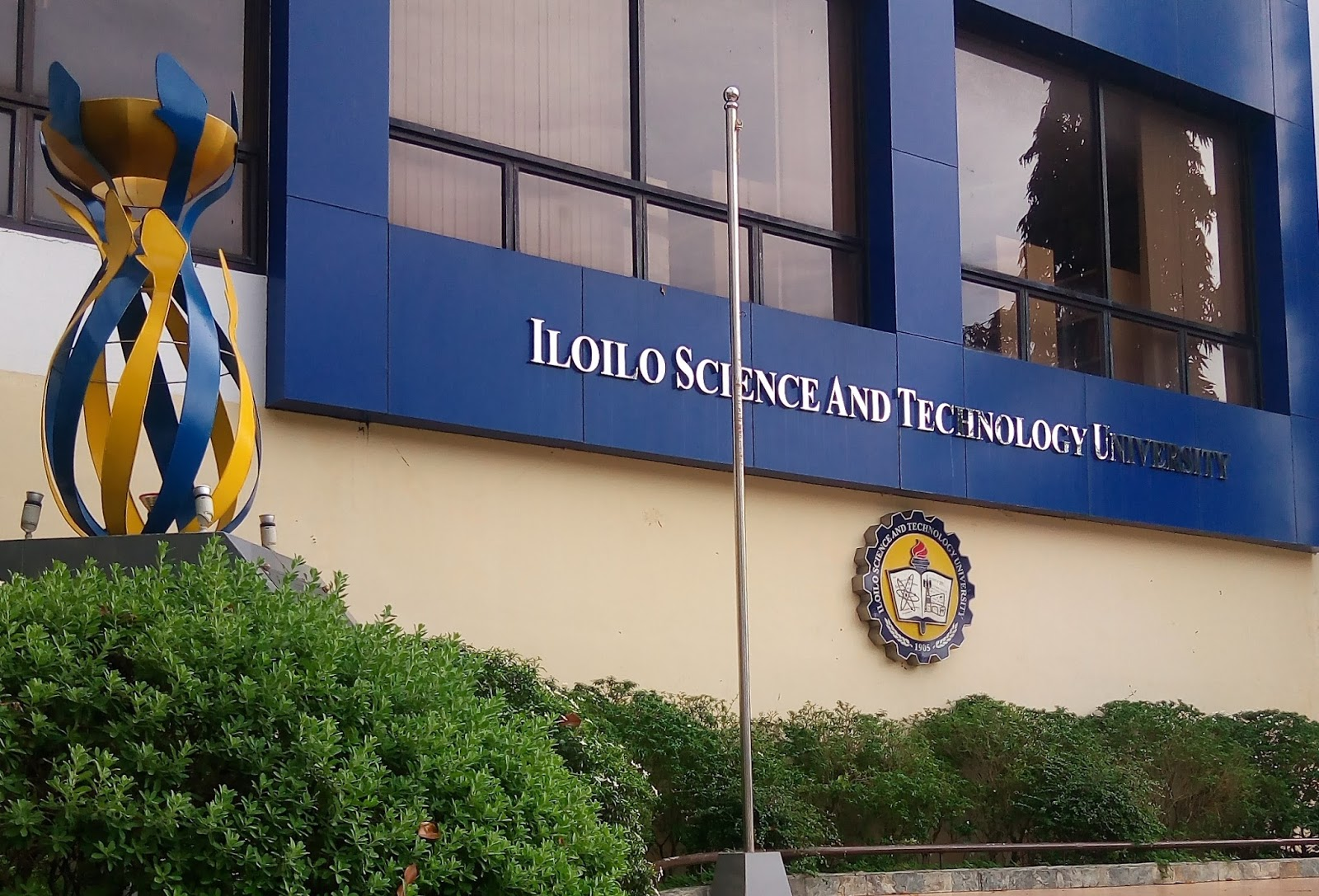 iloilo science and technology university isat u and graciano
