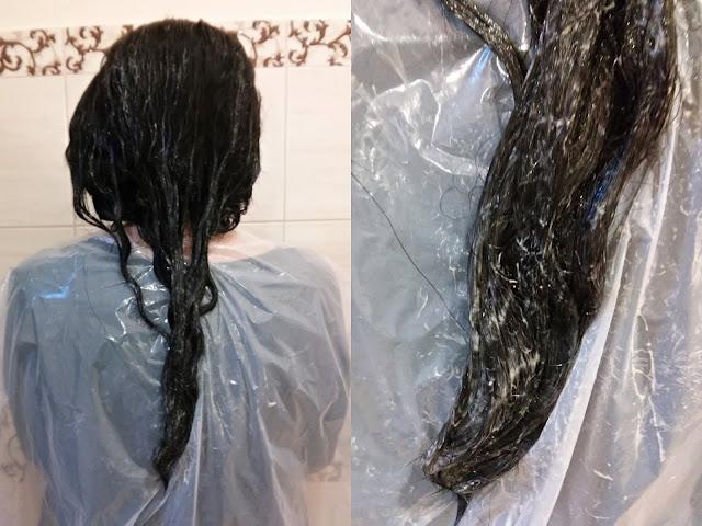 Bania Agafii i kompres regenerujący na włosy, nakładanie maski na włosy