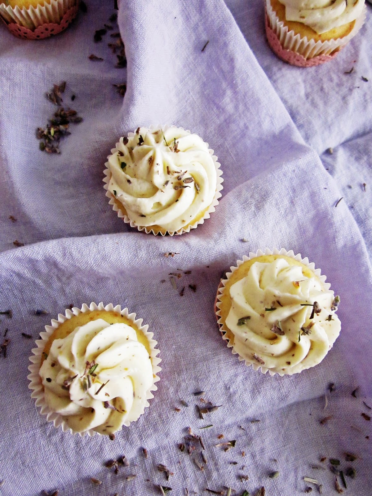 Lavendel-Mini-Cupcakes von oben