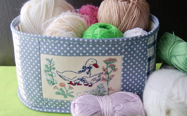 текстильный короб, конфетница из ткани, шкатулка из ткани, клубочница, текстильные штучки, текстильная коробка для хранения, короб для рукоделия, хлебница, вышивка, вышитые птицы, вышитая роза. тильдовская роза, логотип вышитый, ткань в горошек