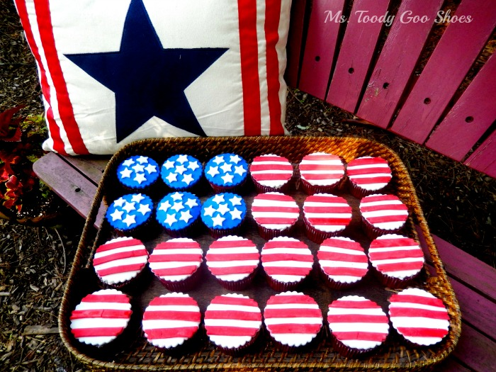 Stars and Stripes Cupcakes --- Ms. Toody Goo Shoes