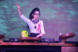 Gái xinh facebook DJ Na Vicky