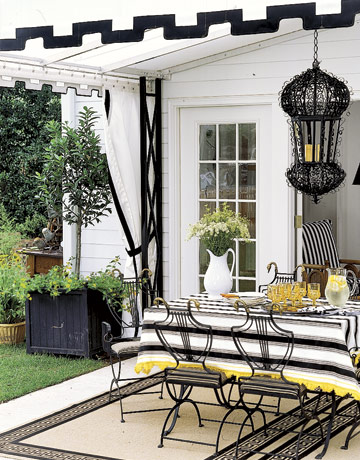 Outdoor Dining & Parties: Part I on Black And White Backyard Decor  id=21038