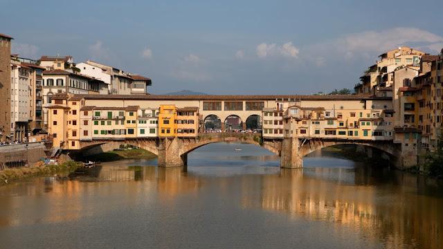 Φλωρεντία: Δεκάχρονη Ελληνίδα συνελήφθη γιατί έγραψε με μαρκαδόρο το όνομά της στην Ponte Vecchio