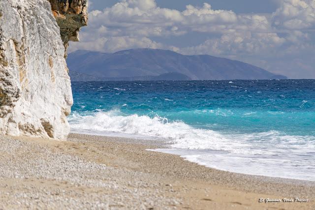 Playa de Gjipe, extremo izquierdo - Himara, Albania por El Guisante Verde Project