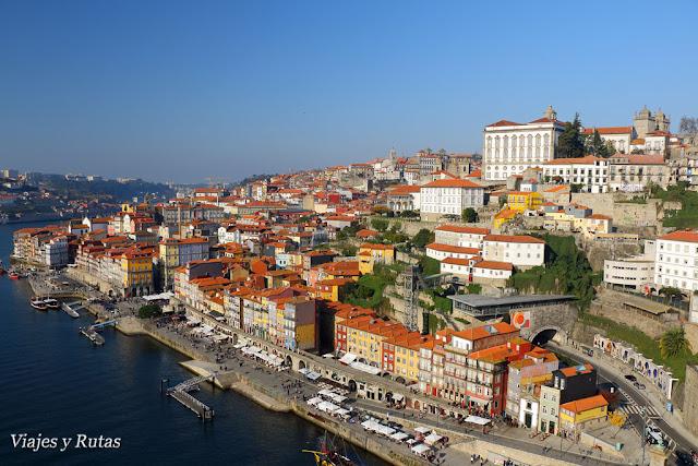 barrio de la Ribeira de Oporto visto de lo alto del puente Don Luis I