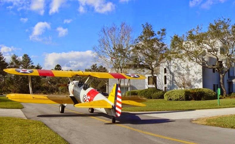 Di Spruce Creek Hampir Setiap Rumah Memiliki Garasi Pesawat