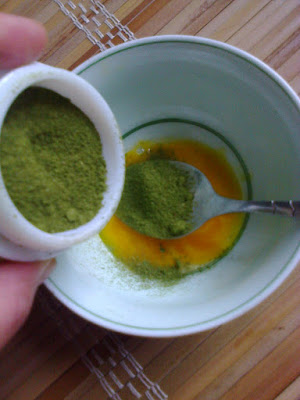 bột trà xanh và mật ong