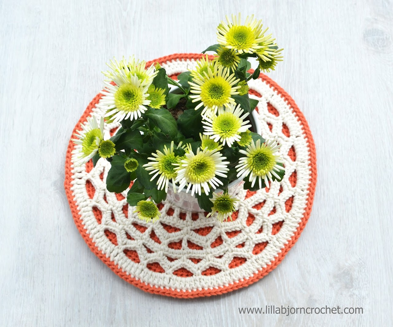 Geometric crochet mandala. And easy and quick to make project of a potholder, hot pad, pillow applique or trivet. Original design by Lilla Bjorn crochet.