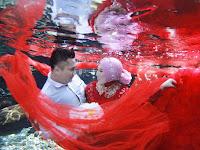 Bosen berfoto di daratan, Coba Umbul Ponggok di klaten Jawa Tengah