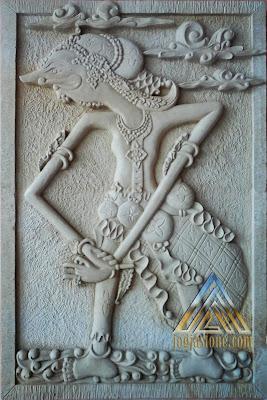 relief ornamen batu alam paras jogja / batu paras putih gambar wayang sengkuni