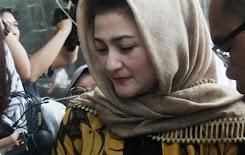 Usai Ditahan, Istri Setya Novanto Jadi Sasaran KPK
