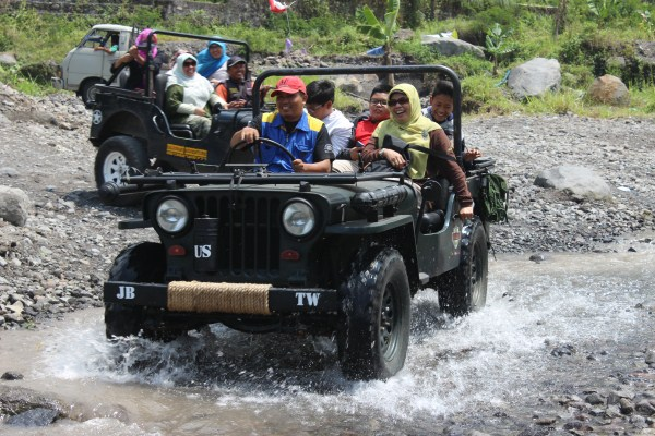 Image result for gunung merapi naik jeep