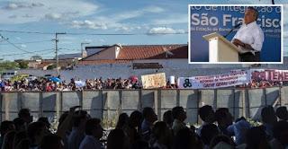 Multidão entoa 'olê, olê, olê, olá, Lula, Lula' durante discurso de Temer na PB; veja vídeo