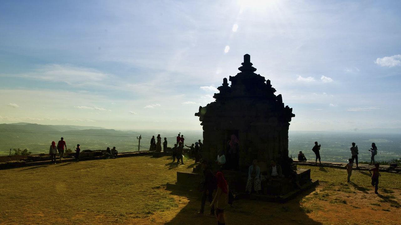 Candi IJo - Pemandangan Sisi Selatan