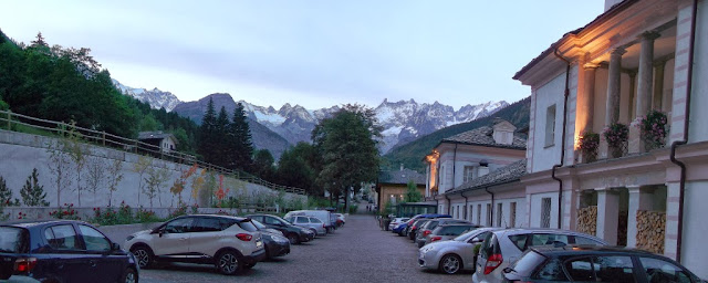 View of Pré-Saint-Didier and a backdrop of mountains in the early evening