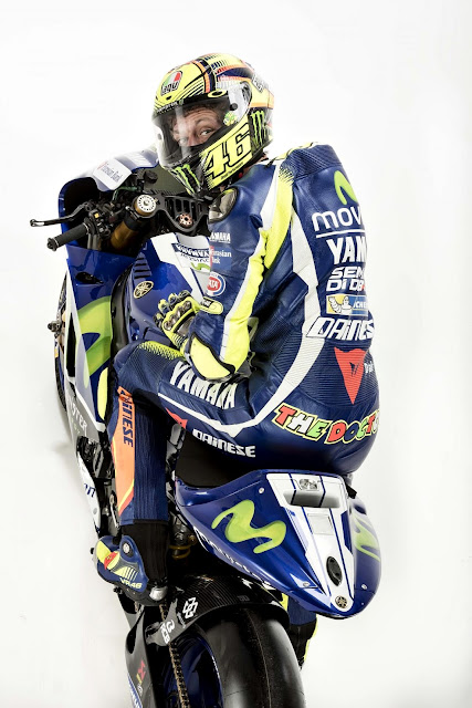 Foto Valentino Rossi Ketika Menunggangi Yamaha YZR-M1 Terbaru 2016