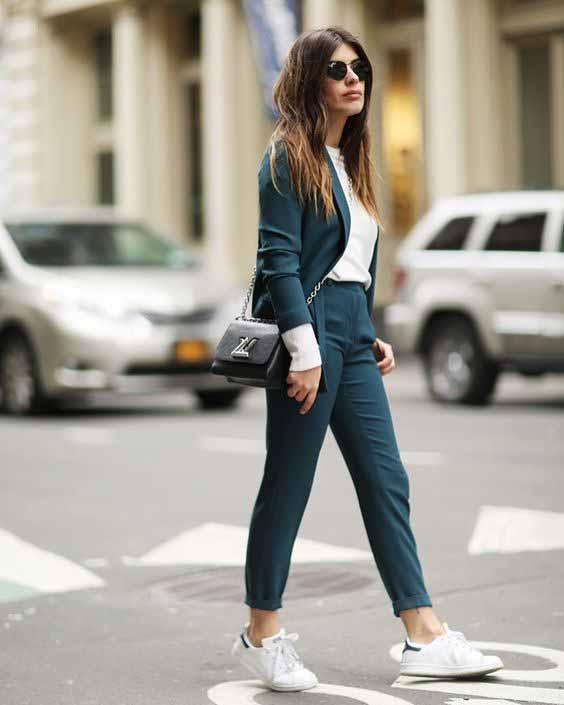 Como usar tênis branco no look de trabalho