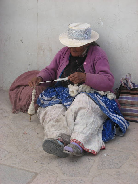woman spinning wool, at the market in Chivay, Peru