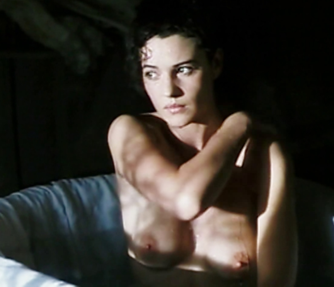 monica bellucci nude boobs
