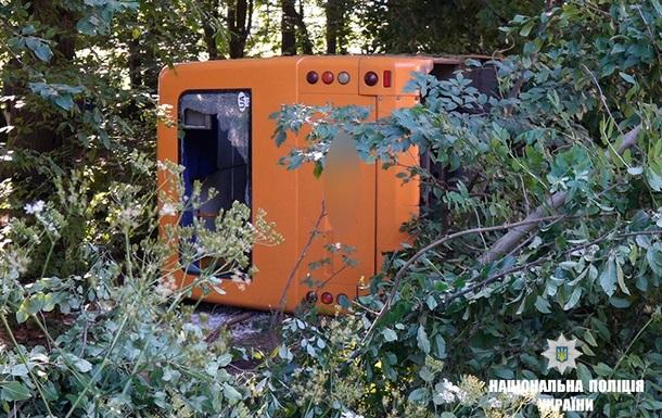 На Прикарпатті автобус з пасажирами потрапив у аварію: є жертва