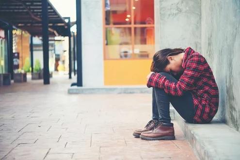 ماذا يُصيبُ الذعر الناسَ وكيفية تجنّبه
