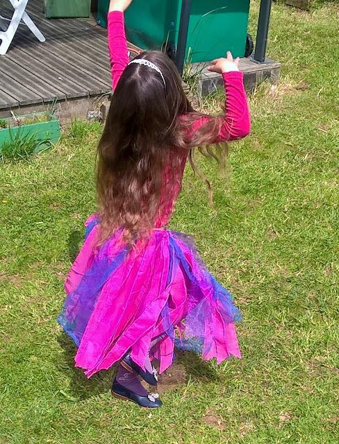 http://parentspontivy.blogspot.com/2016/06/tuto-pour-une-jupe-de-princesse-recup.html