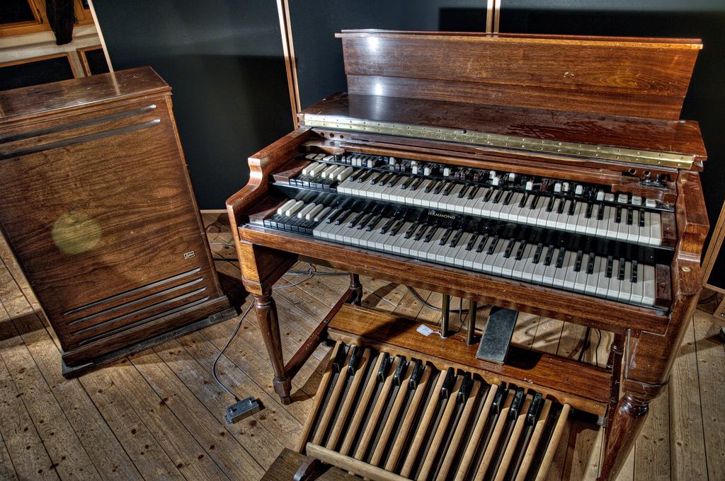 Recreación de un bonito Hammond B3 con Leslie que usó Ken Woodley.
