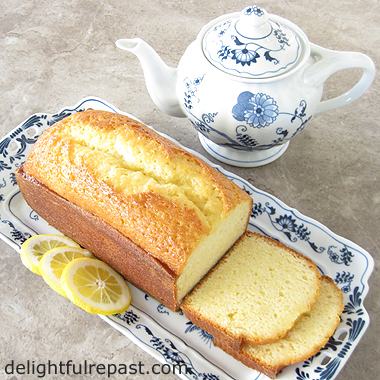 Lemon Drizzle Cake - The Classic British Lemon Loaf Cake / www.delightfulrepast.com