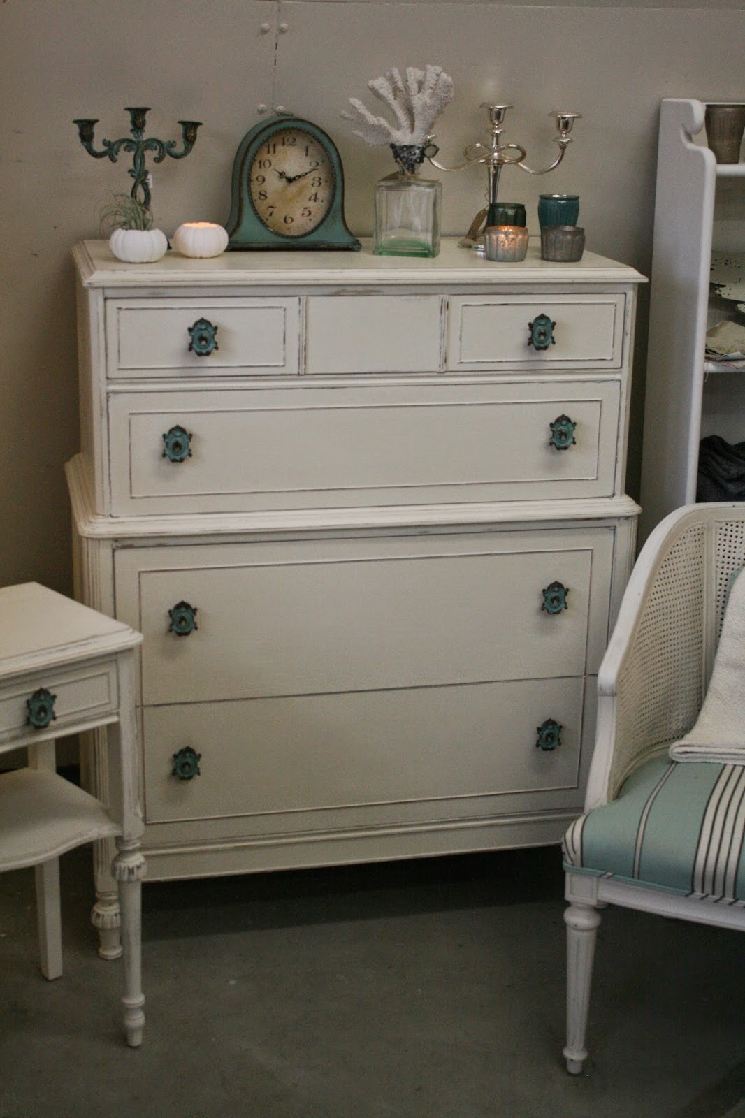 Reloved Rubbish Old White Bedroom Set With Keyhole Knobs