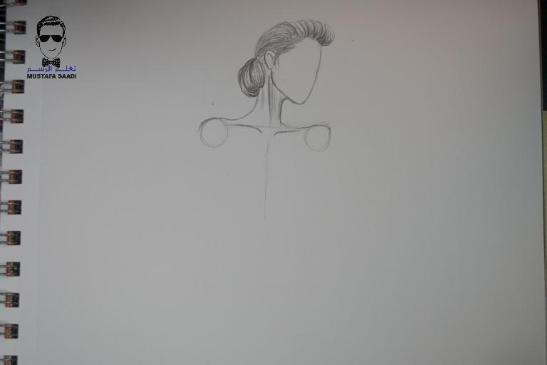 91ad01cad تعليم الرسم بالرصاص طريقة تصميم فستان مع الخطوات