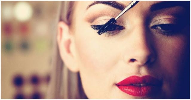 أضرار مكياج العيون وكيفية تجنب مخاطر مستحضرات التجميل