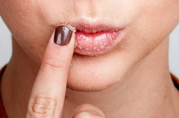 Chăm sóc môi bằng cách đắp mặt nạ cho môi