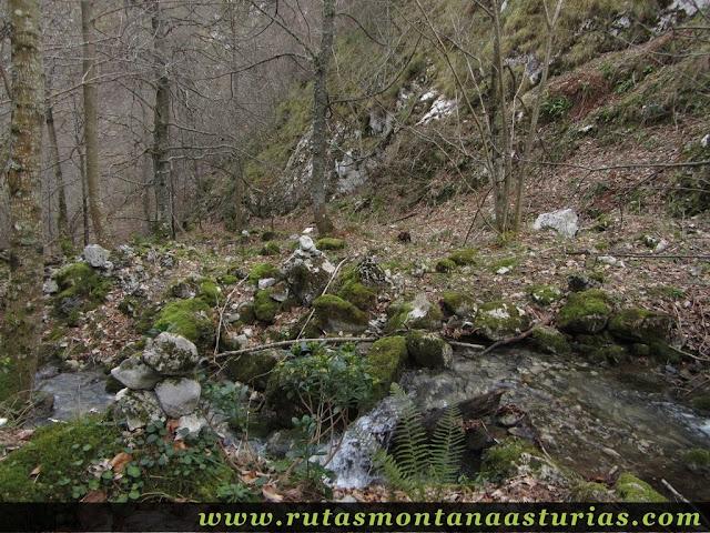Cruce de arroyo en la Foix Pequeña