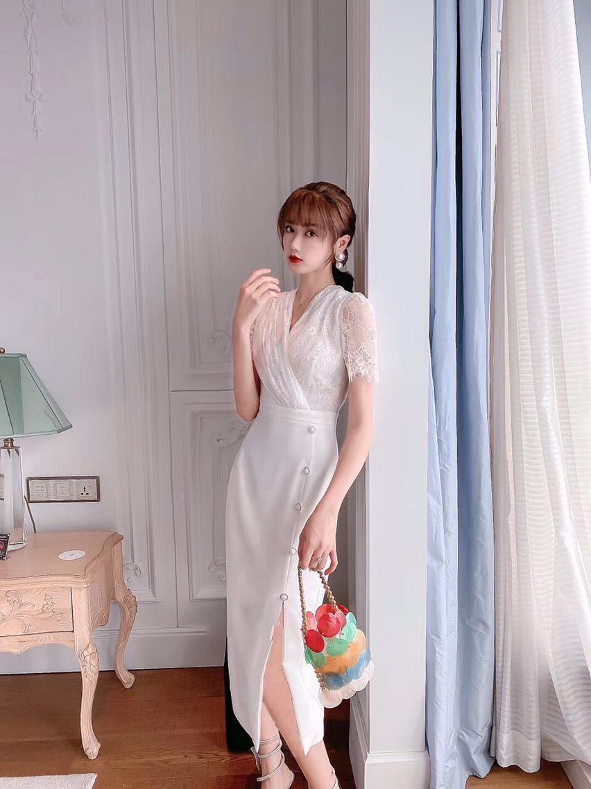 Đầm body phốt nút chất liệu xô lụa
