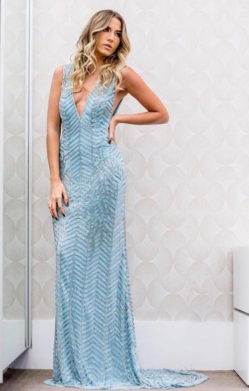 vestido longo azul claro bordado