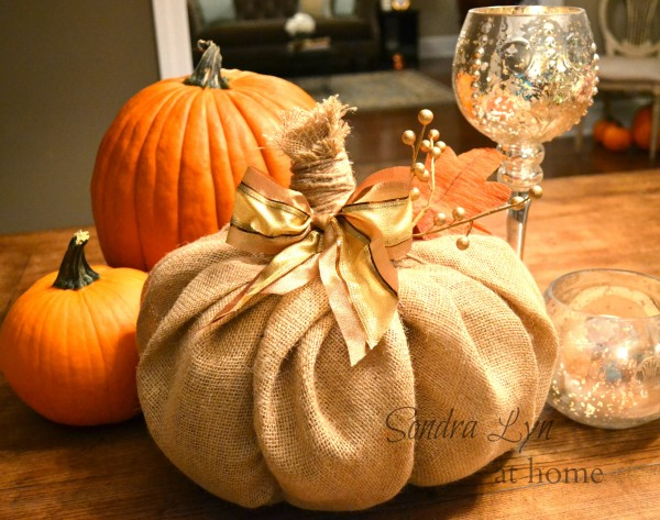 DIY Burlap Pumpkins | #diy #halloween #pumpkins