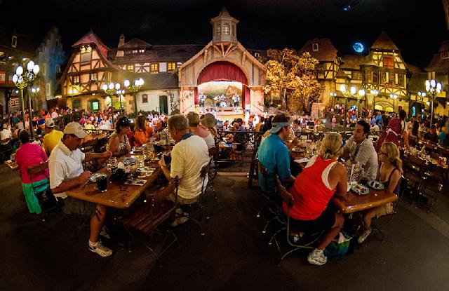 Restaurant Biergarten no Epcot na Disney em Orlando
