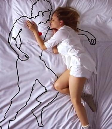 singielka w łóżku
