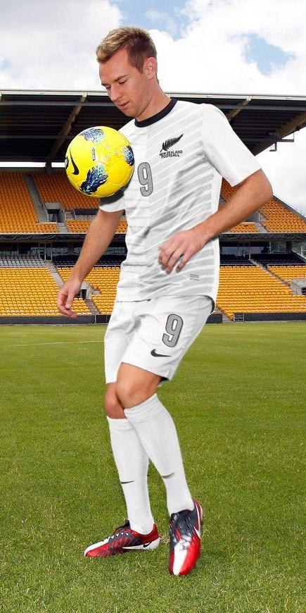 A camisa segue o mesmo padrão utilizado no fardamento reserva ( veja matéria  ) que já havia sido apresentado anteriormente. A Classic Football Shirts  possui ... f48d8bfc70ae0
