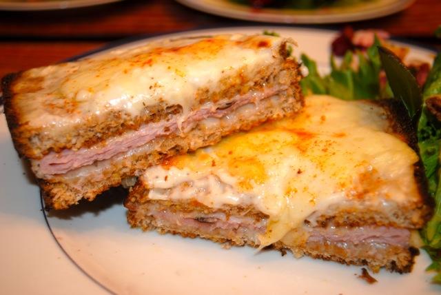 Крок-месье или французский горячий бутерброд