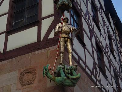 Ιππότης και δράκος, γλυπτό στη Νυρεμβέργη της Γερμανίας / Knight and dragon, in Nuremberg Germany