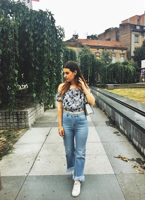 http://highheelpoodl.blogspot.rs/2017/08/flaced-crop-jeans.html