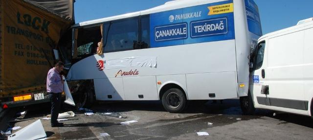 Sancaktepe'de zincirleme trafik kazası: 5 YARALI!
